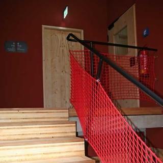 Der neue Treppenaufgang zu den Lagern und Waschräumen.