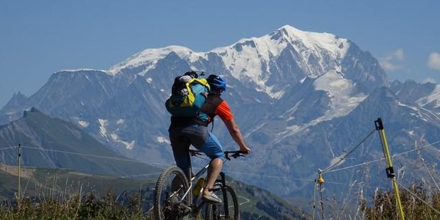 Tag 3: Traumhafte Aussichten machen die Mühen des Anstiegs zum Mont Bisanne wett.