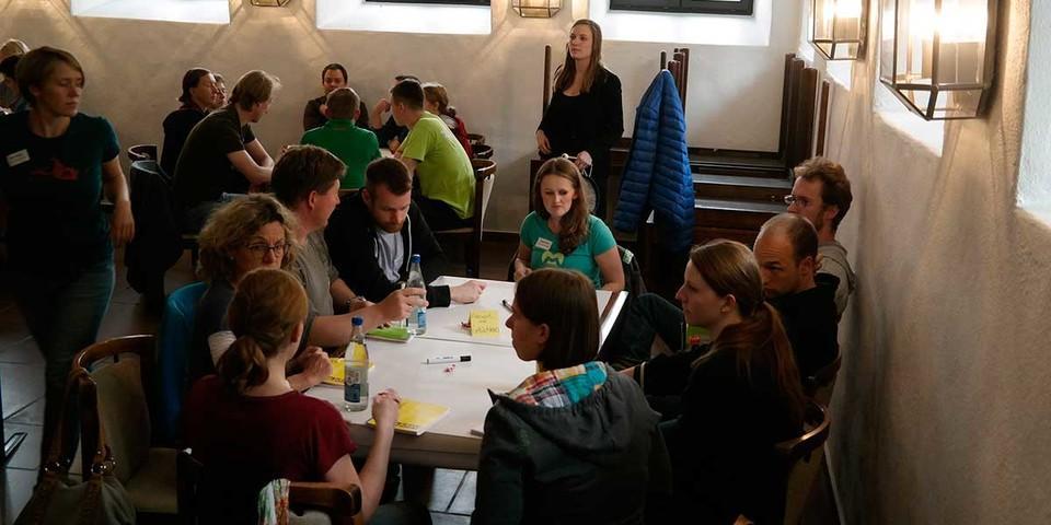 Insgesamt gab es neun Themen im World Café, Foto:JDAV/ Arne Hamann