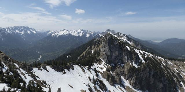 Begehen riskant: Nordseitige Altschneefelder am Laubeneck, Foto: DAV/Nadine Ormo