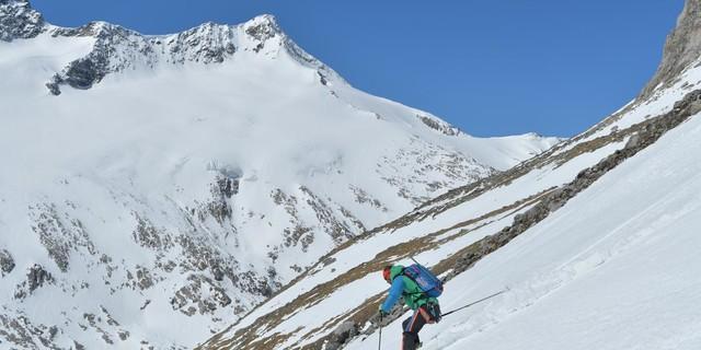 Skirunde Großvenediger: Südseitige Abfahrt vom Großvenediger zur Johannishütte. Foto: Stefan Herbke