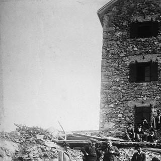 Der Stolz der Sektion. Einweihung des neuen Schlafhauses der Payerhütte, 1910. Archiv des DAV, München