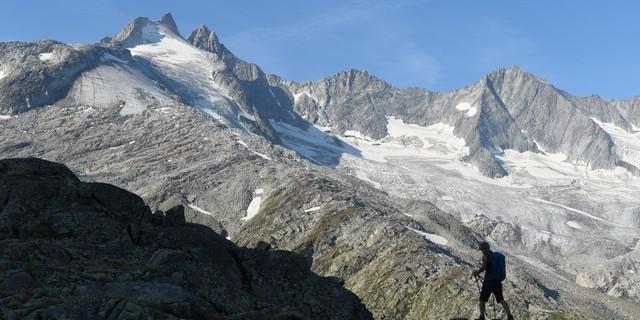 Nordseitig unterhalb von Gabler und Reichenspitze liegt die Zittauer Hütte. Foto: Stefan Herbke