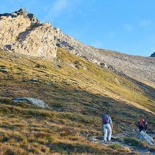 Da geht's rauf: Erst im oberen Teil wird der Weg zum Rocciamelone anspruchsvoller. Foto: Stefan Neuhauser