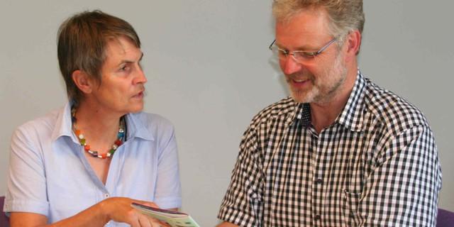 Ulrike Seifert und Klaus Umbach im Gespräch