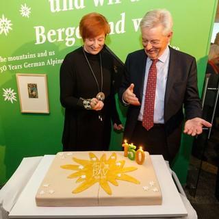 Anschneiden der Geburtstagstorte durch die Präsidenten. Foto: Marco Kost