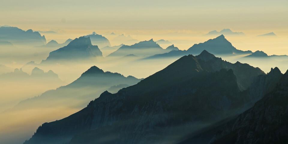 Logenplatz über dem Nebelmeer am Rotsteinpass. Herausragend sind nur noch die Gipfel südlich des Alpsteins. Foto: Silvia Schmid
