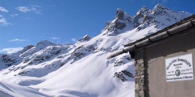 Die Klostertaler Umwelthütte auf 2.362 m in der Silvretta, Foto: Archiv DAV
