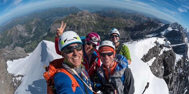 Manchmal darf's auch ein Selfie sein – vor allem, wenn das Panorama so stimmt wie am Doldenhorn. Foto: Ralf Gantzhorn