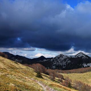 Die Berge werden schroffer, die Wolken düsterer. Foto: Silvia Schmid