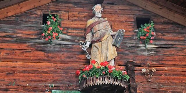 Kirchen und Heiligenfiguren zieren den Pilgerweg. Foto: Silvia Schmid