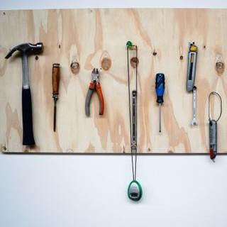 Von zu Hause aus lassen sich viele Outdoor-Produkte ganz leicht selbst reparieren. (Foto: Katie Rodriguez/unsplash.com)