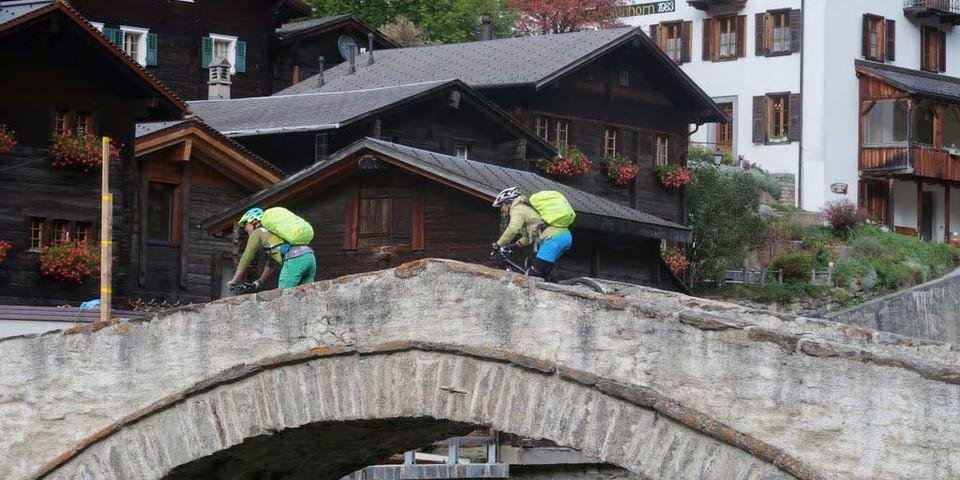 Glaciara: Alte Steinbrücke bei Binn, Foto: Traian Grigorian