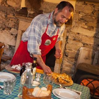 In der Locanda Alpina serviert Sandro Francioli seine Köstlichkeiten, Foto: Powerpress.ch