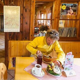 Hesshütte - Nach der langen, anspruchsvollen Tour ist auf der Hesshütte Erholung angesagt. Foto: Iris Kürschner
