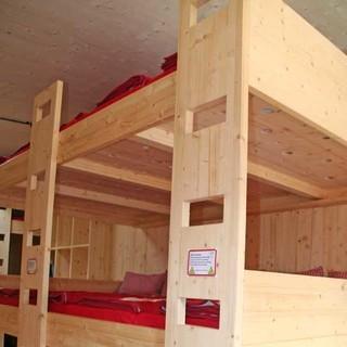 Nur für Schwindelfreie: Schlaflager auf drei Etagen.