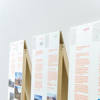 Die Wanderausstellung - A-Ständer mit Projektbeschreibungen&nbsp&#x3B;