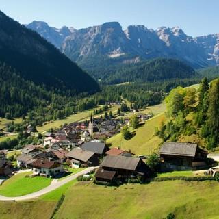 Das Bergsteigerdorf Lungiarü im Sommer. Foto: TV San Vigilio-San Martin