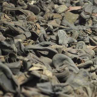 Museum Auschwitz: gesammlte Schuhe der Opfer&#x3B; (c) Jonas Freihart