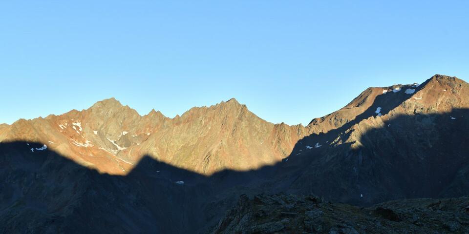 Frühaufsteher können im August dieses Panorama im Sonnenaufgang genießen. Foto: Stefan Herbke