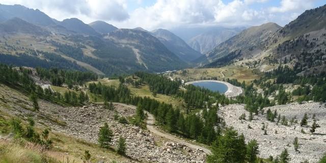 Tag 12: Durch das französische Skigebiet Isola 2000 führt die Route zum Col Mercière.