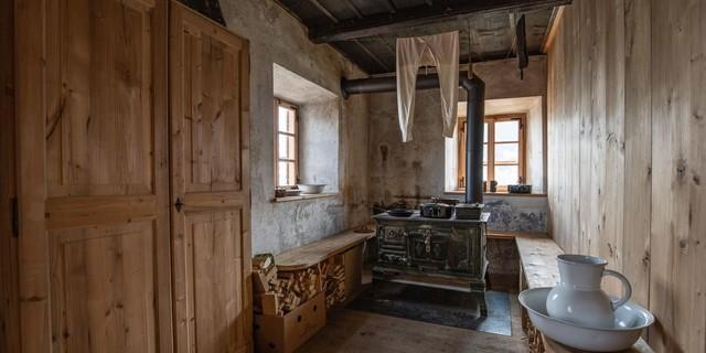 Historische Ausstattung der Alten Prager Hütte, Foto: Fabian Dalpiaz