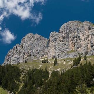 Da stehen sie! Die Südwände von Roter Flüh und Hochwieser über dem Tannheimer Tal. Foto: Christian Pfanzelt