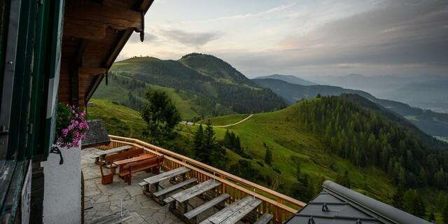 Blick von der Terrasse der Hackelhütte, Foto: Lorenz Masser