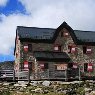Duisburger Hütte - Charakter erhalten: Obwohl die Duisburger Hütte quasi im Skigebiet am Schareck liegt, strahlt sie alpinen Charme aus.