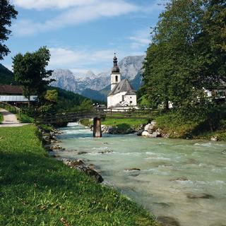 Bergsteigerdorf Ramsau: die Pfarrkirche vom Malerwinkl aus (Foto: Tobias Hipp)