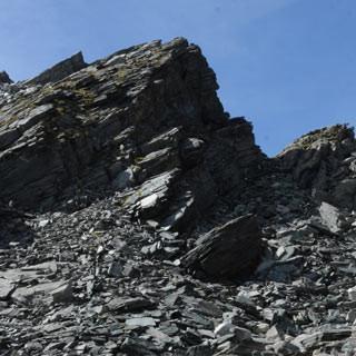 Abstieg zum Mosserboden - Ein grobblockiges Schuttfeld führt vom Kapruner Törl Richtung Mooserboden.