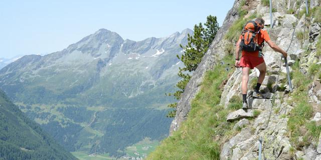 Unter dem Riesernock - Standfest: Eine kurze felsige Stelle unter dem Riesernock fordert am Hartdegenweg für ein paar Meter Aufpassen.