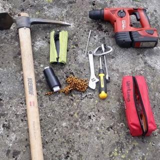 Notwendiges Werkzeug für die Weginstandhaltung, Foto: Walter Hofmann