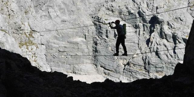 Ein Stück weiter nördlich, im Toten Gebirge, hat man am Großen Priel eher Ruhe – denn sein Klettersteig ist großzügig, schwierig und lang. Foto: Andreas Jentzsch