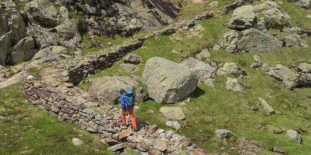 Der Start zur Bremer Hütte ist noch easy, der Abstieg führt dann durch unkonsolidiertes Geröll. Foto: Stefan Herbke