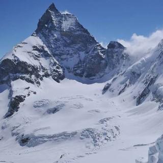 Verheißendes Ziel der Haute Route: Mit dem Matterhorn auf Tuchfühlung. Foto: Stefan Herbke