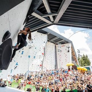 Deutsche Meisterin Frederike Fell beim Bouldern. Foto: DAV/Marco Kost
