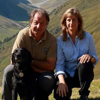 Das Hüttenwirtspaar mit Hund Santo, Foto: Anita Waibl