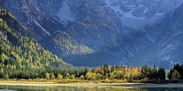 September: Nur für wenige Stunden erreicht die Sonne im Spätherbst den Dürrensee, Cristallogruppe, Dolomiten, Foto: Andreas Strauß
