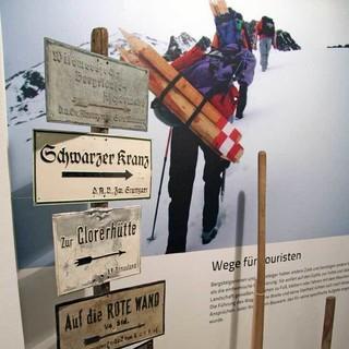 Keine Hütten ohne Wege: Wegweiser der Alpenvereinssektionen. Foto: Christine Frühholz