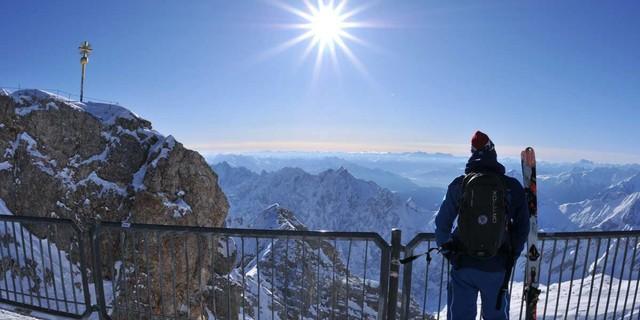Auf der Zugspitze - Da geht's hin! Blick von der Zugspitze nach Süden, Foto: Stefan Herbke