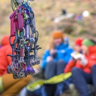 Eigentlich beim Rissklettern nicht wegzudenken - Im Elbsandstein gelten aber andere Regeln... Foto: DAV / Silvan Metz
