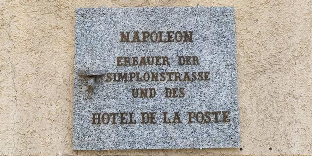 Das Hotel Post in Simplon Dorf wurde 1810 von Napoleon als Kaserne erbaut. Foto: Iris Kürschner