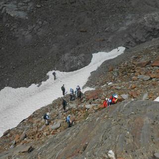 In höheren Lagen muss man sich auch im Frühsommer noch auf Schneefelder einstellen. Foto: Volker Weinberg