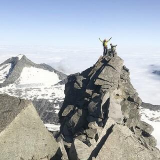 Der Pinzgauer Bergführer Bernhard Egger auf dem Nordgrat des Großvenedigers. Foto: pretv/Franz Hinterbrandner