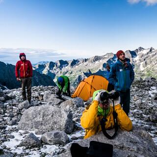 Der Expedkader bei der Tourenplanung. Foto: DAV / David Göttler