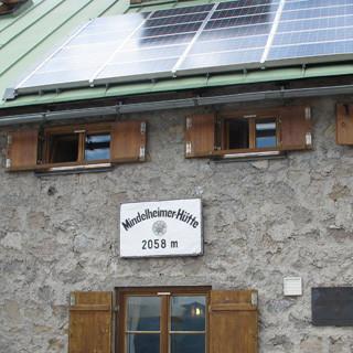 Die Nutzung erneuerbarer Energien gehört bei vielen Hütten des DAV seit langer Zeit zum Standard.