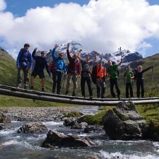 Jugendliche auf Bergtour in den Allgäuer Hochalpen. Foto: Ben Miroux