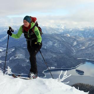Die letzten Tage brachten auch den Bergen rund um den Walchensee einen Hauch von Winter. Foto: DAV/Michael Pröttel