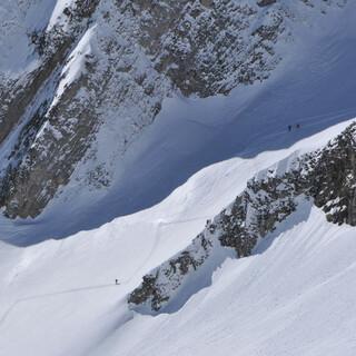 Das Gesäuse wartet mit hervorragenden Schneeverhältnissen auf. Foto: Stefan Herbke